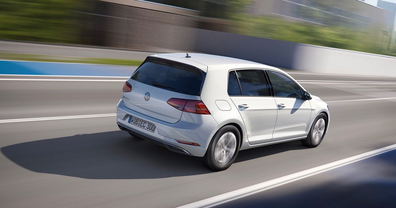 New Vw E Golf Beats Nissan Leaf Driving Range With 124 Miles Per Charge