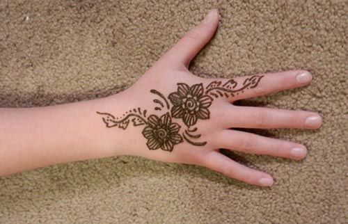 Simple Mehndi Designs For Hands 2017: new-and-simple-easy-kids-mehndi-designs-2017-2018-henna-style-for rh:pinterest.com,Design