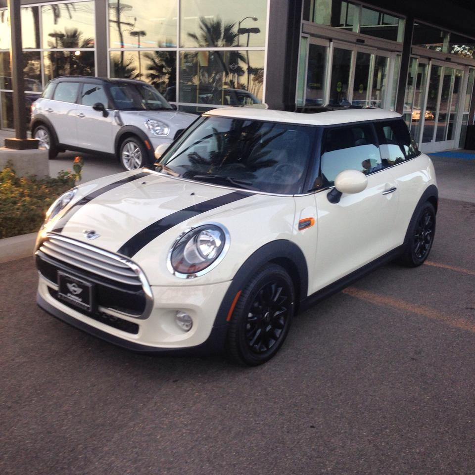 sold 2014 mini cooper hardtop in pepper white motor. Black Bedroom Furniture Sets. Home Design Ideas
