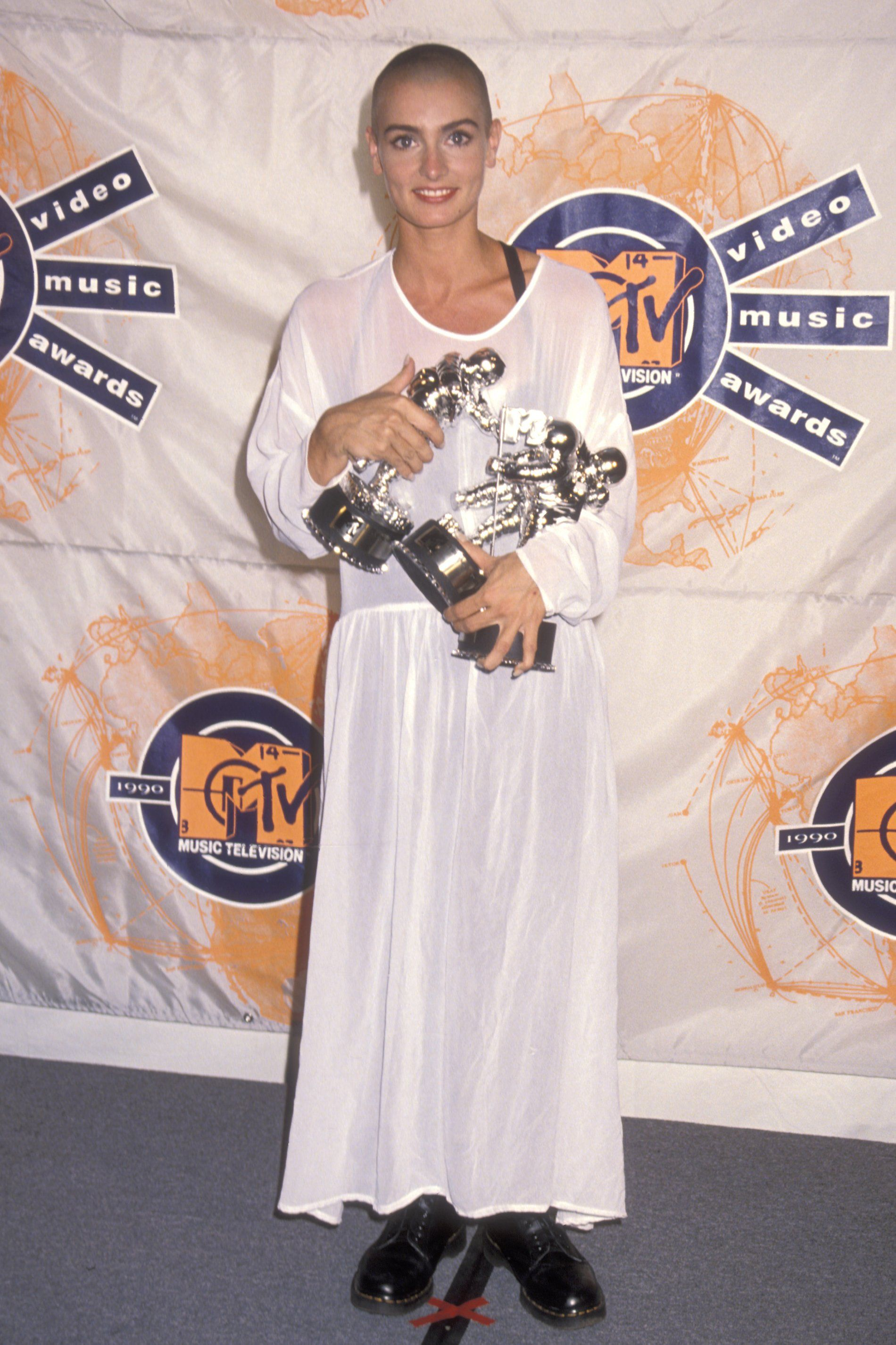 The Most Outrageous Vma Beauty Looks Of All Time Sinead O Connor Mtv Video Music Award Mtv Videos
