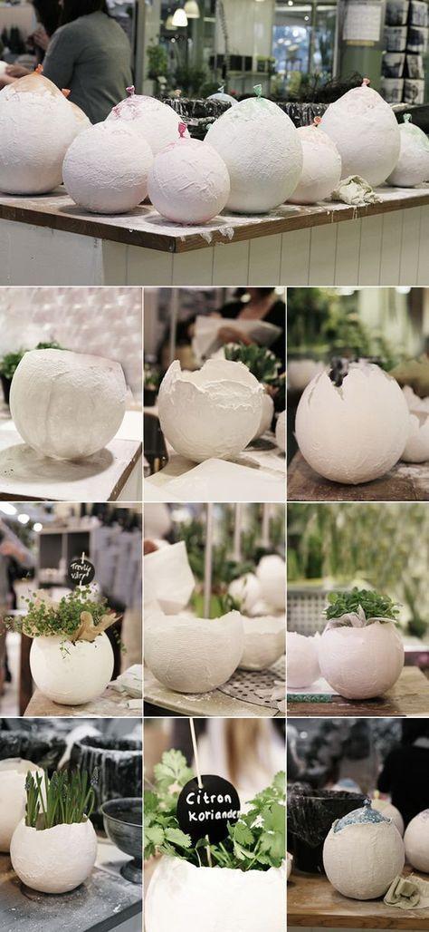 Super Idee zu Ostern! Eine Pflanzschale in Form eines kaputten Ei. Ganz einfach zum selber machen und alles was du dafür brauchst ist ein Luftballon und etwas Gips. Probier es aus! #DIY #Selbermachen #Ostern #Frühling #gesso