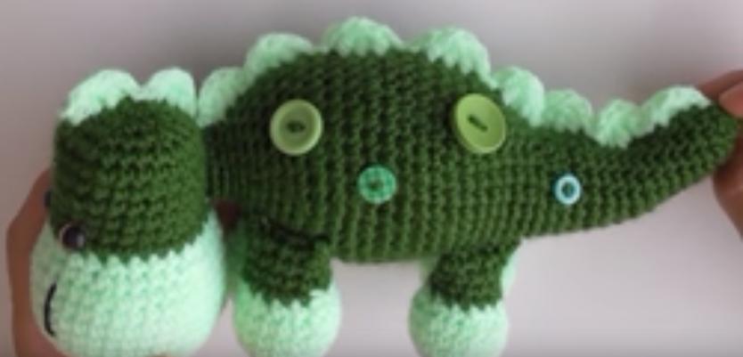 Patrón gratis amigurumi de dinosaurio verde | ganchillo | Pinterest ...