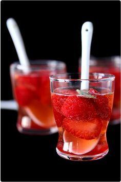 Soupe de fraises pétillante