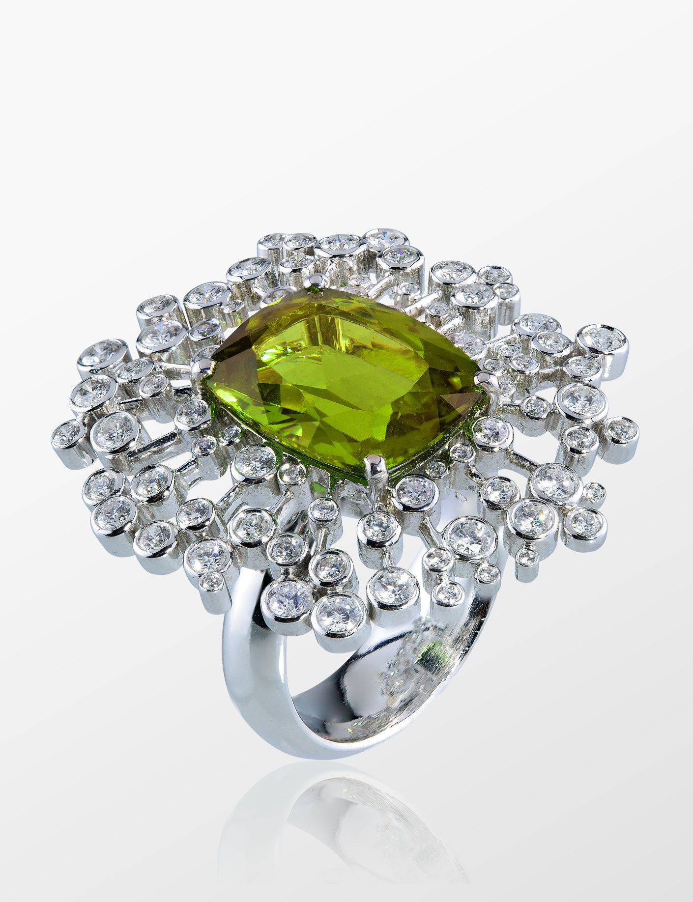 Ladies Solid 925 Sterling Silver Apple Green Peridot /& White Sapphire Dress Ring