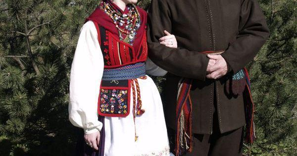 Traditional festive non-church clothes Kihelkonna island Saaremaa Estonia. Costumes are based on research done by Margit Sondberg. Etno Koolituskeskus (Etno Tuba) http://ift.tt/2jf84ht; http://ift.tt/2if3Qn1