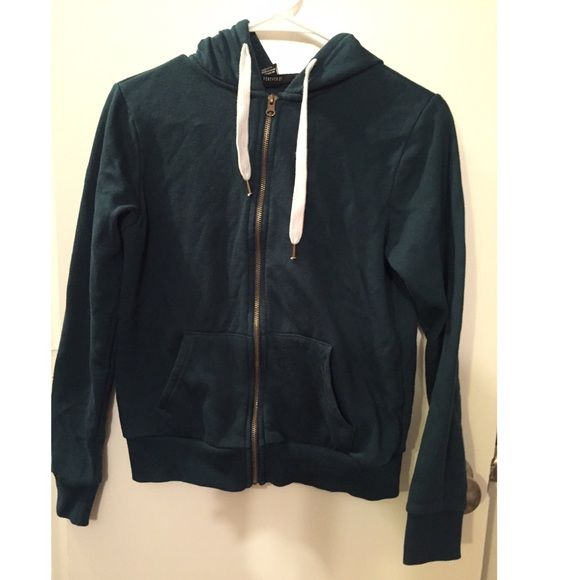 Casual women's jacket Fairly worn,still looks new, casual comfy and warm. Feel free to offer me a reasonable price and ask me anything. I also do bundles  thanks :) Forever 21 Jackets & Coats