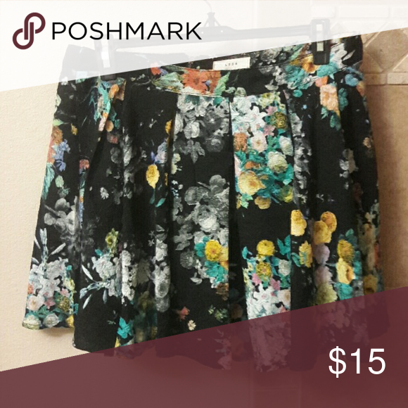 Skirt Adorable floral flowy skirt only worn once in great condition Skirts Midi
