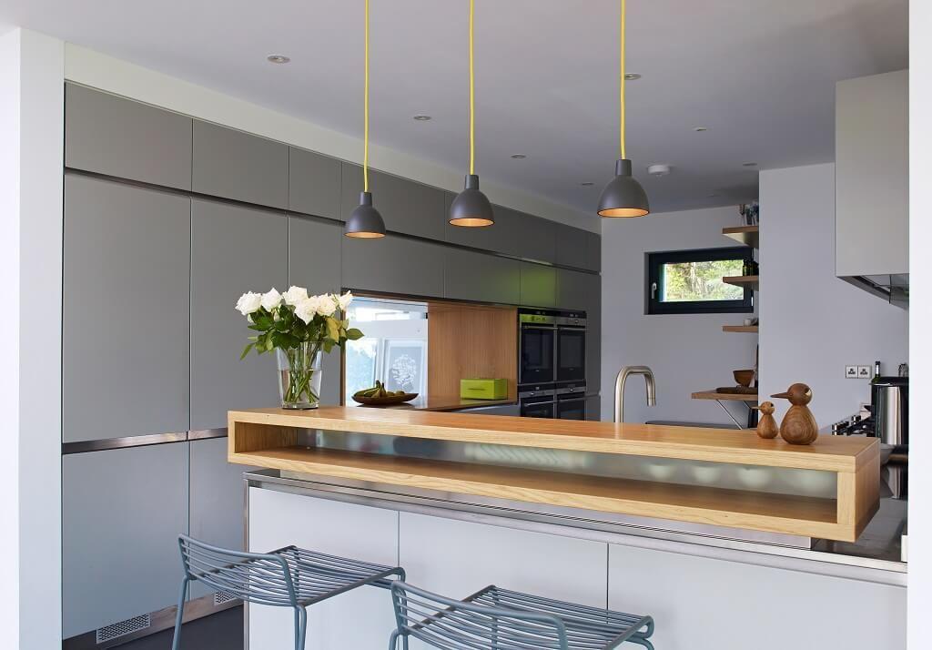 Küche modern mit Theke und Sitzgelegenheit - Wohnideen Haus Crichton