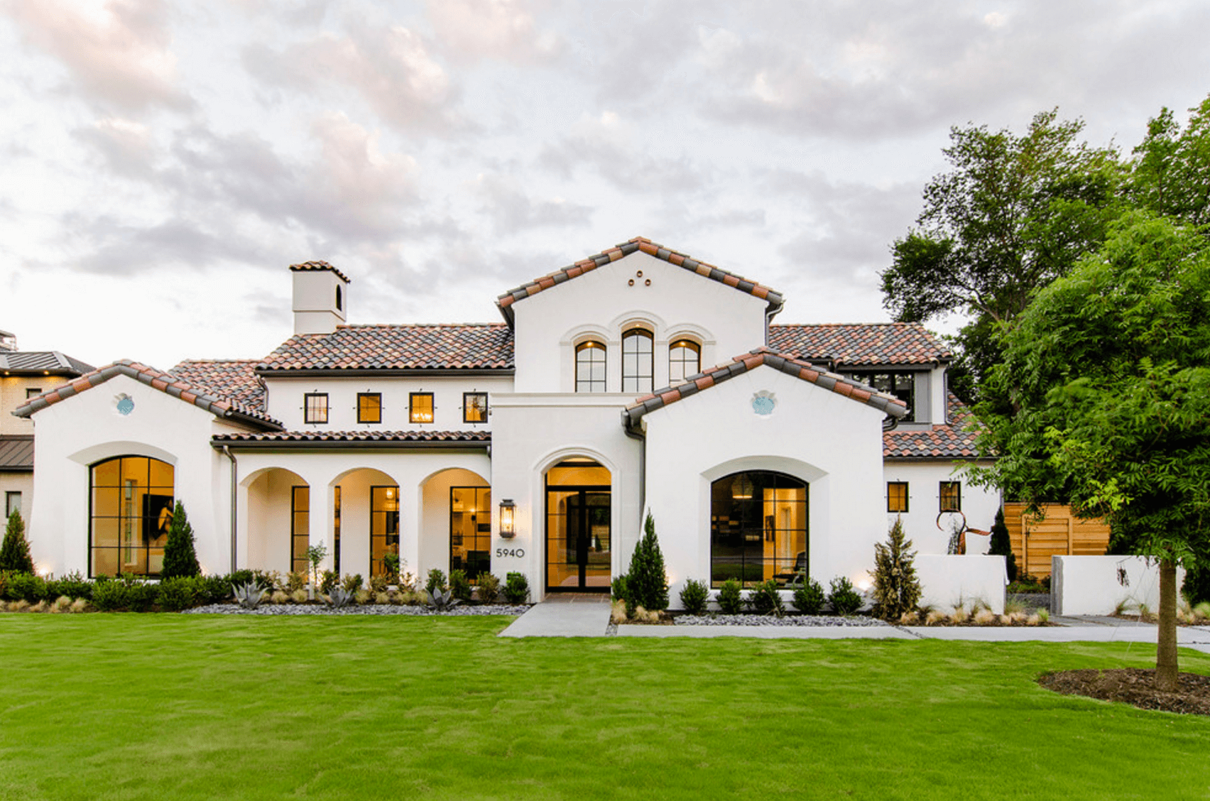 10 White Exterior Ideas For A Bright Modern Home House Designs Exterior Spanish Style Homes Mediterranean House Designs