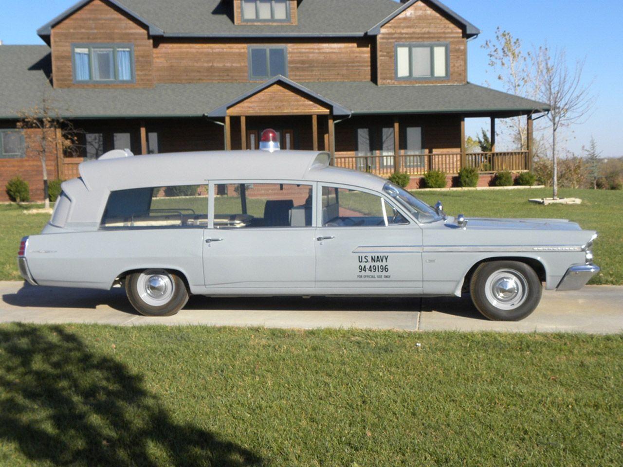 Pontiac Bonneville ambulancia U.S. NAVY de 1963 subastada  en Barret-Jackson Scottsale. Dicen que sirvio de coche funebre a John F. Kennedy.