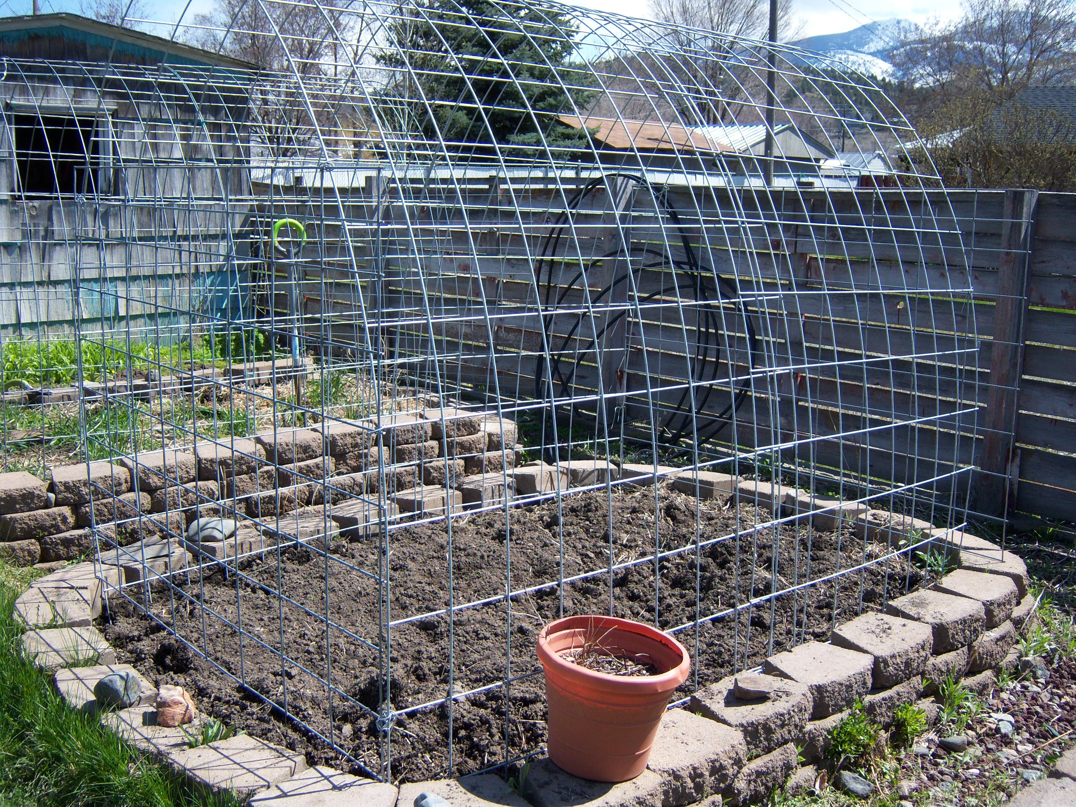 Deer Proof Garden Beds ! Cow Panels And Chicken Wire, With Cottage Stone  Bases.