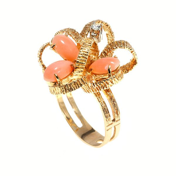 18k gold bow  ring set with coral and a diamond