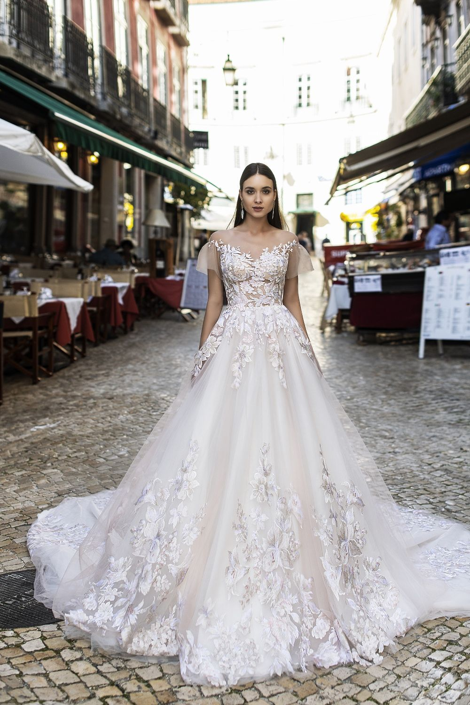 bcfa8c5b045b9 Robe de mariée princesse en dentelle - Oksana Mukha Paris ...