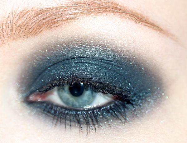 MEDUSA magic dust eyeshadow..hm, a bit much, but it a bootyful color ^w^