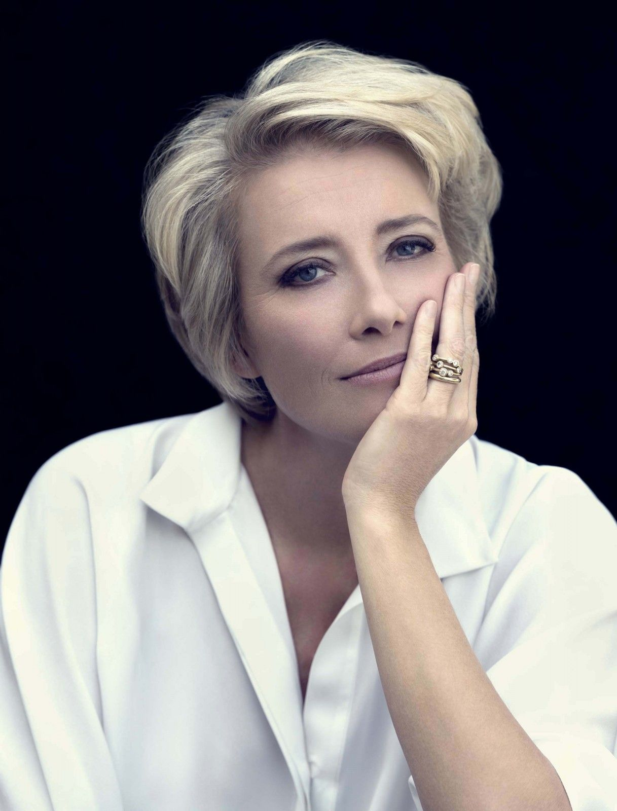 René & Radka / Emma Thompson  Variety  Short hair styles, Older