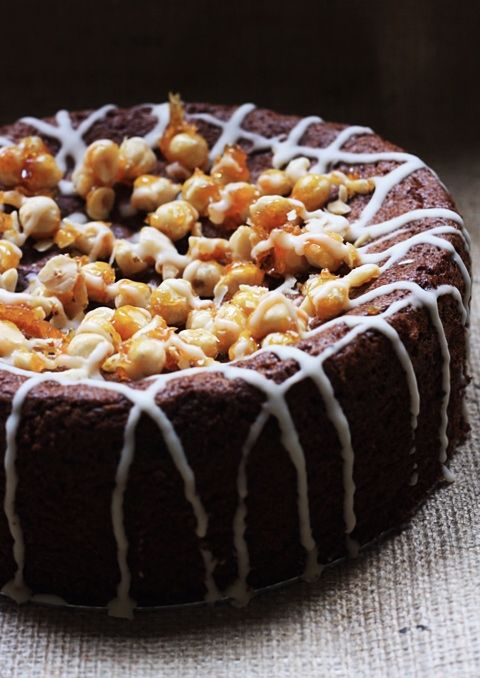 Spiced Pear Butter and Hazelnut Praline Cake #pralinecake