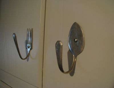 Fork And Spoon Drawer Pull  Http://www.whiteleycreek.com/queen_of_the_meadow_bloom/2009/10/kitchen  Cabinet Door Hardware.html