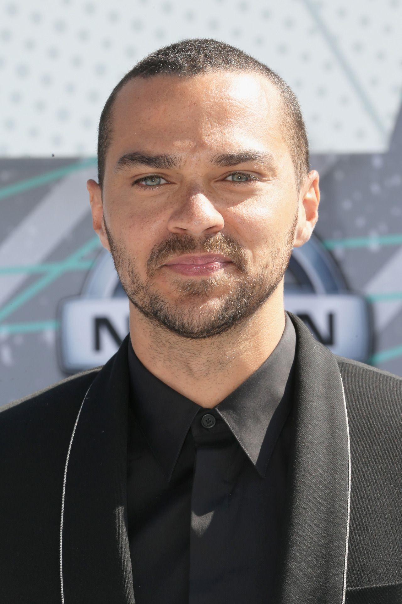 Only acceptable conversation topic today: Jesse Williams at the 2016 ...