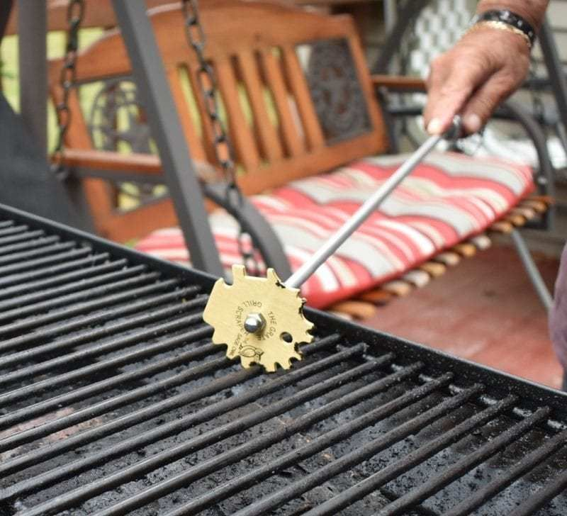 Clean your grill a better way with grate grill scraper