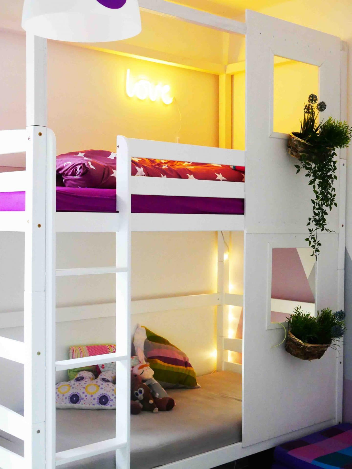 Photo of A house bed for siblings: We transform a bunk bed into a house https://familieberlin.de