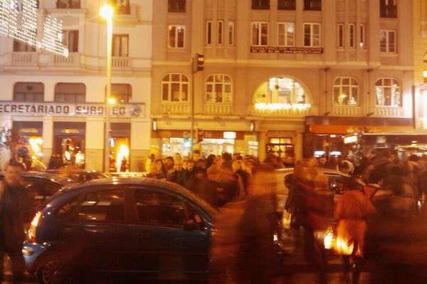 Coches y peatones, todos mezclados (@ Gran Vía de Madrid)