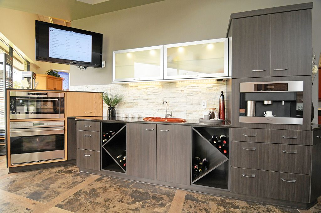 Abbey Hill Cabinetry With Miele Wolf Appliances Http Eastcoastappliance Com By Brand Mie Miele H Kitchen Cabinet Design Kitchen Interior Kitchen Cabinets