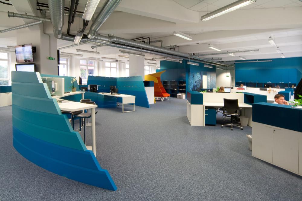 Gallery Of Wirtschaftsblatt Newsroom Idfl 4 Gallery Idfl Modernofficeinterior In 2020 Commercial Office Design Office Interior Design Corporate Office Design