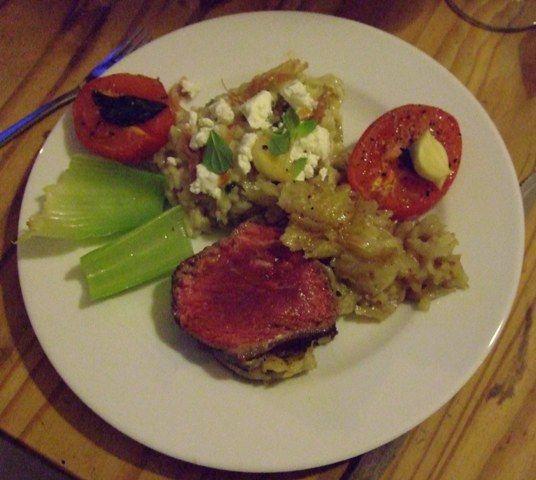 roastbeef-im-kartoffel-kasemantel-an-sellerie-risotto-mit-ziegenkase-und-parmaschinken-chips/