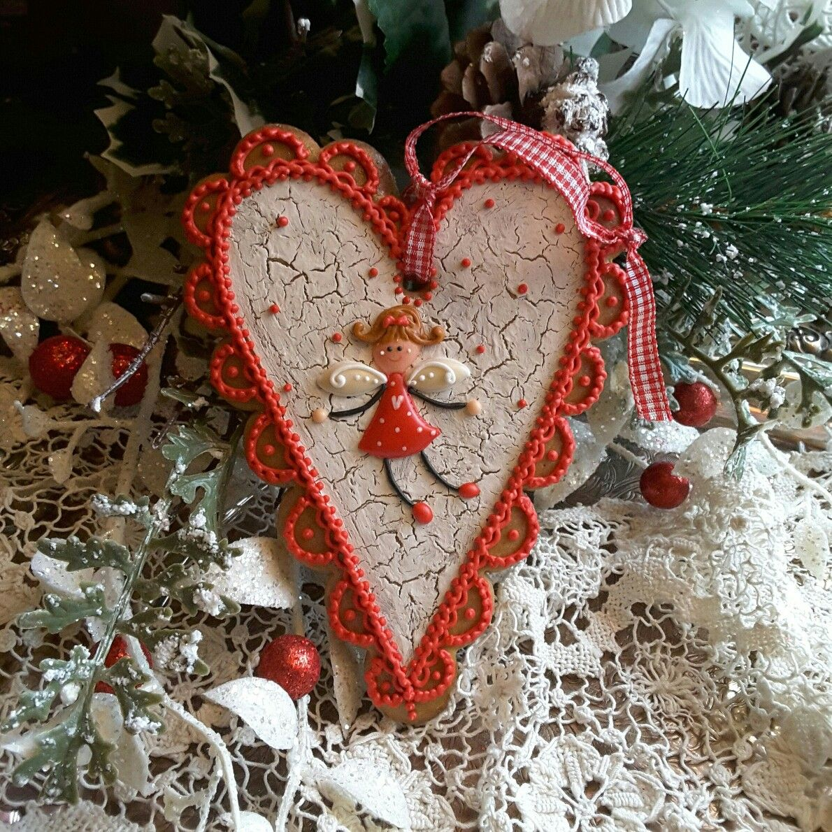Gingerbread Hearts Cookie