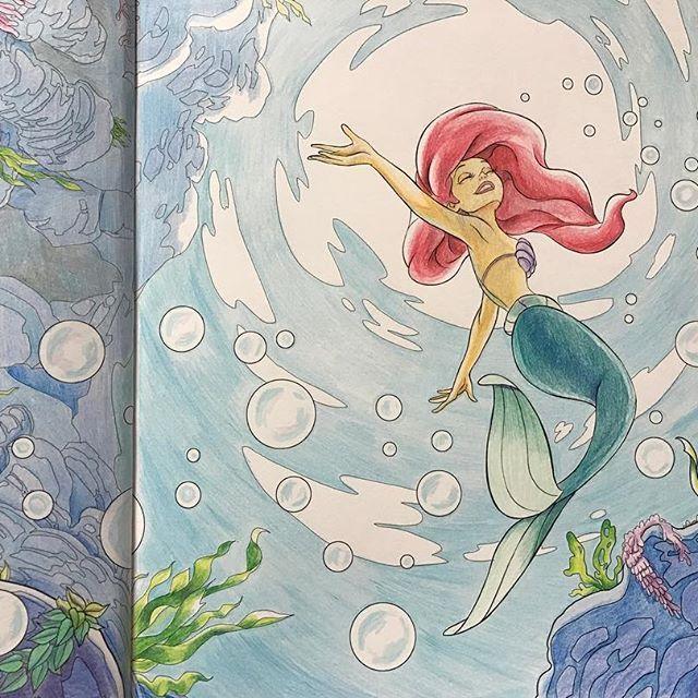 アリスを終えてプリンセス のページに来たけど 背景広いやつが続きます アリエル可愛い 海は好きなんだけど もうちょっと深海っぽい塗り方できないかなぁ 難しい セバスチャンが切れちゃいましたね 塗り絵 大人の塗り絵 コロリアージュ ディズニー