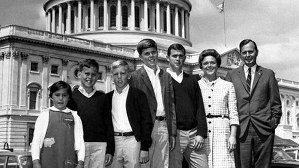 George Bush Sr And His Family In Washington With Images