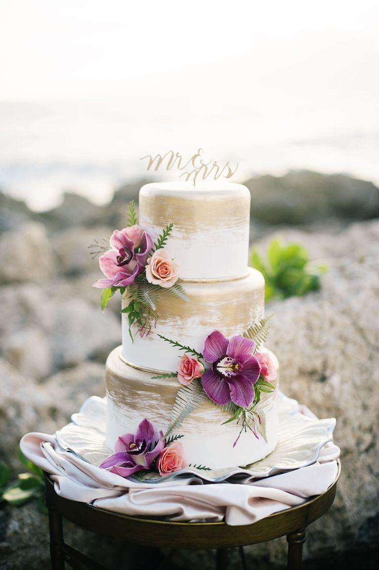 Tropical Beach Wedding Inspiration in Makaha, Hawaii | Gold cake ...