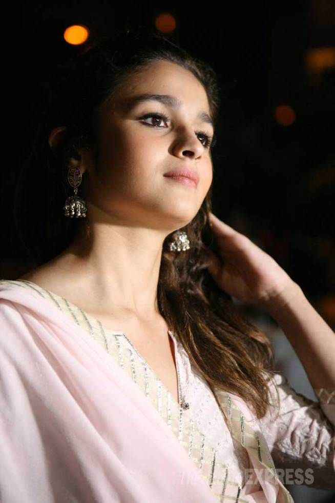 #Alia #Bhatt #Cute #Looks