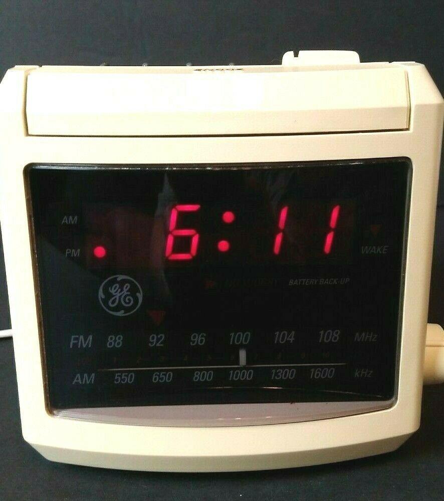 Small Vintage 1980 S General Electric Am Fm Alarm Clock Radio Model 7 4606wha Tested Radio Alarm Clock General Electric Alarm Clock