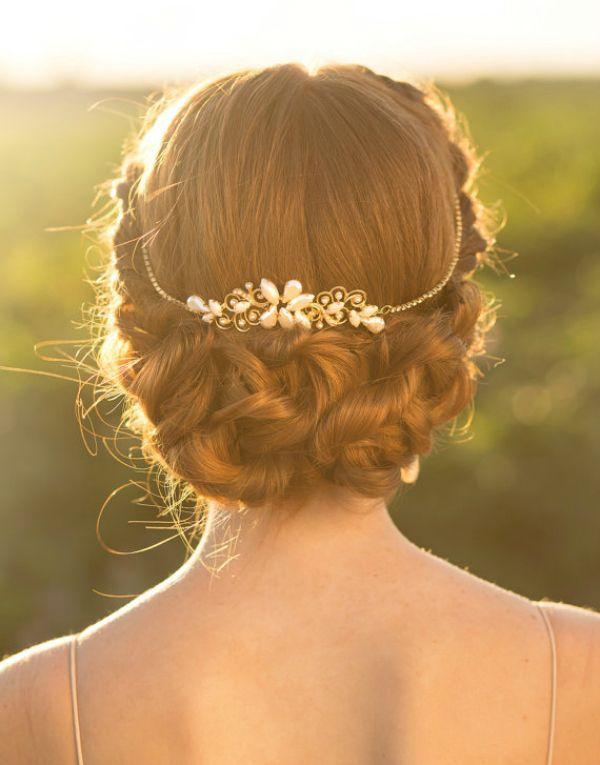 Para la novia, llevar algo viejo el día de su boda es símbolo de continuidad, pasando de una generación a otra. #Entrebastidores