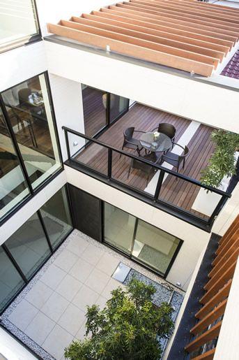中庭を囲むコの字の住宅 ハウスデザイン 家を建てる モダンハウス