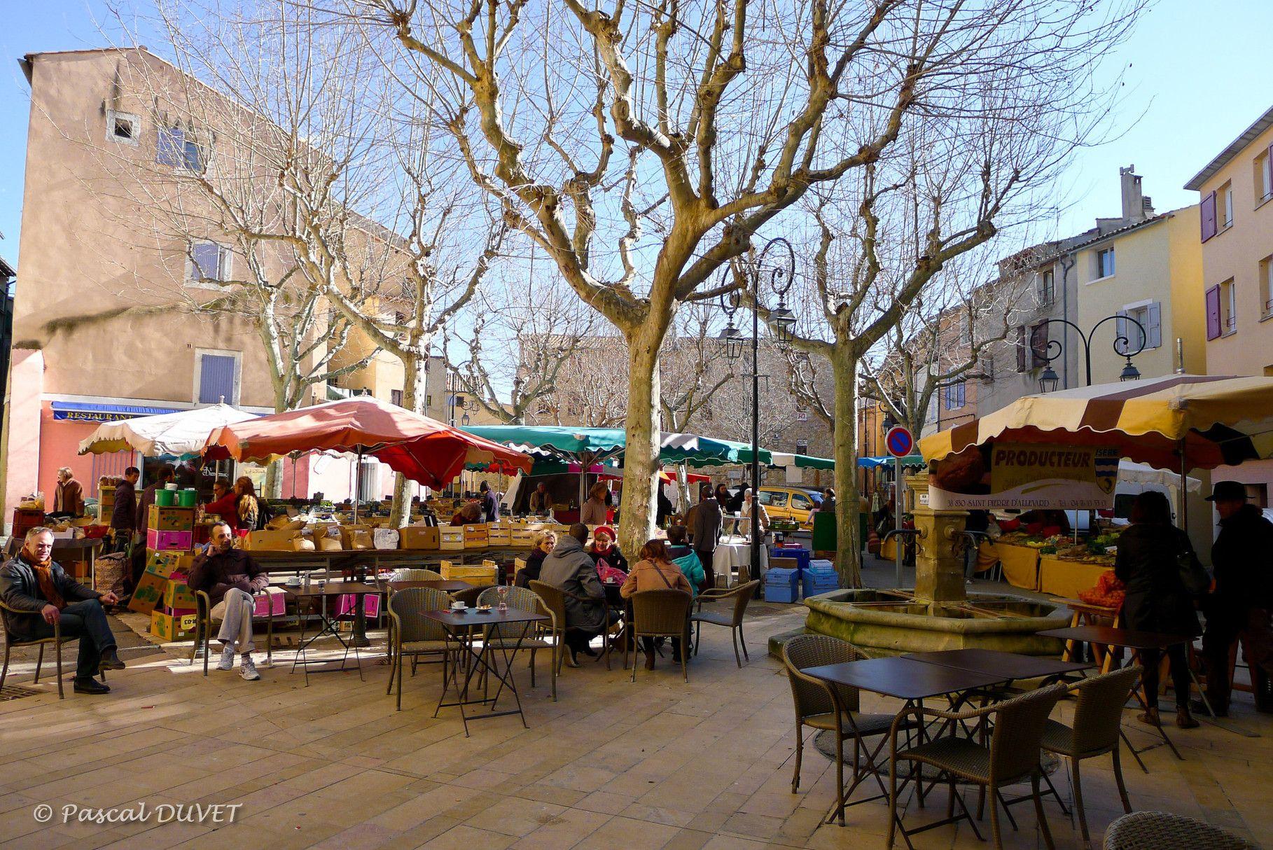 Mnqb13 Le Marche D Hiver Place Pagnol A Manosque Alpes De Haute Provence 04 France Provence Europe