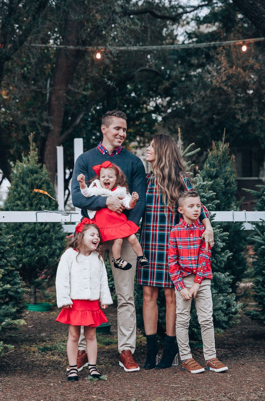 Cute Family Christmas Outfits #familyphotooutfits