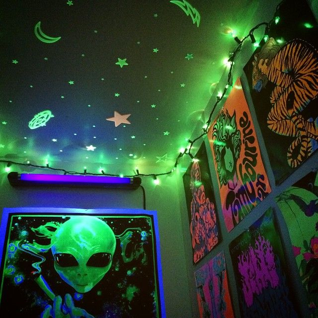 Cool Diy Bedroom Lighting Decoration Ideas: #blacklightroom #aliens #TakeMeToYourDealer