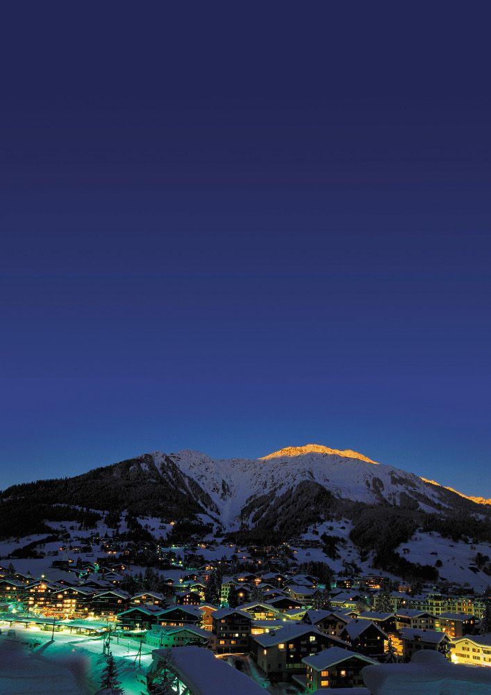 Sveitsiläinen hiihtokeskus Davos tarjoaa kaupungin palveluita, monipuolisen laskumaaston sekä erittäin tasokkaan snow parkin.