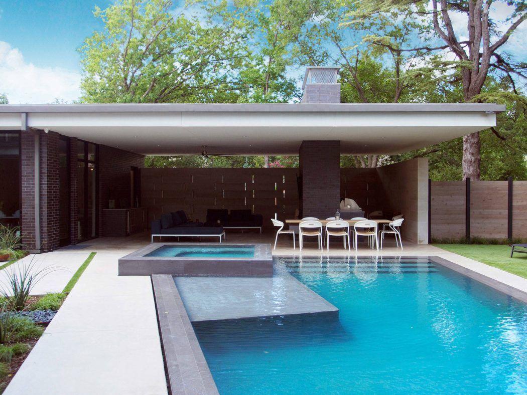 House In Dallas By Classic Modern Design Build Homeadore Modern Pools Building Design Modern Landscape Design