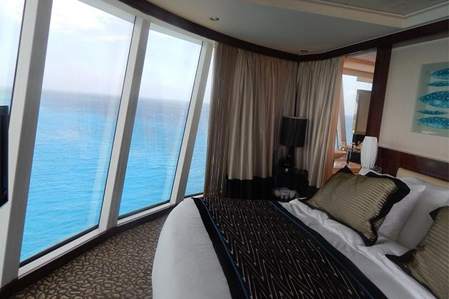 The Deluxe Owner S Suite At The Aft Of Norwegian Epic Photo Rfkeith10 Cruise Critic Cruise Rooms Cruise Critic Cruise Ship Reviews