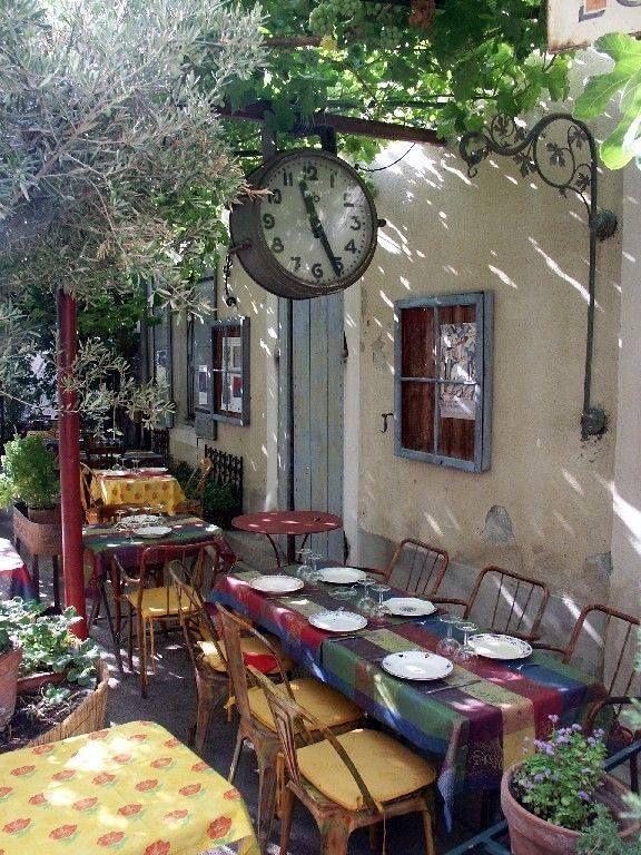 Saint Rémy Provença França Lugares Hermosos Mobiliario Para Cafeteria Cafes En Paris