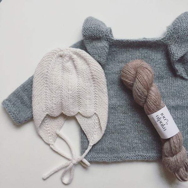 Photo of En klassisk og enkel bluse til både store og små med flæser som detalje strik…
