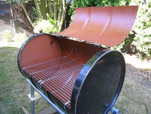 Utiliser un barril ou tonneau en m tal pour fabriquer un for Fabriquer un barbecue pas cher