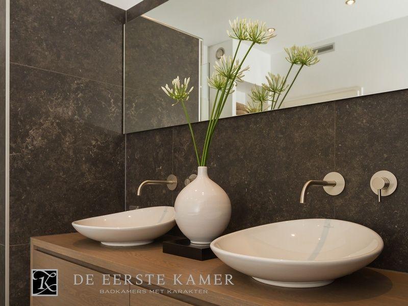 Warme Rustieke Badkamer : De eerste kamer deze moderne badkamer heeft een warme