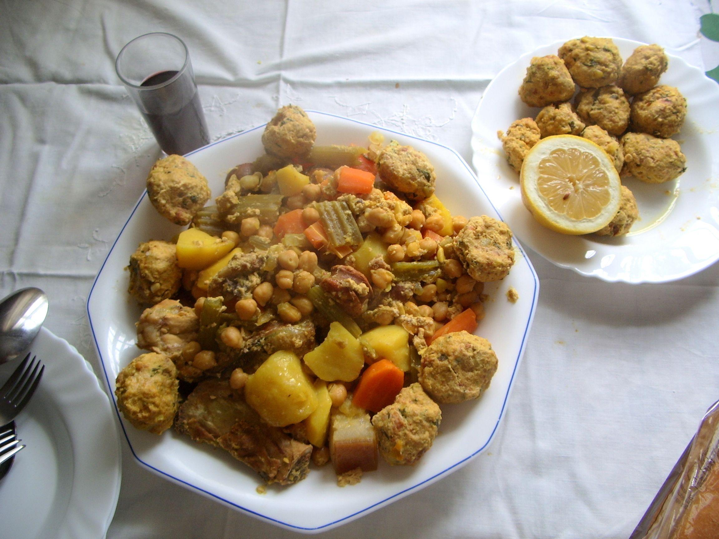 Cocido con pelotas plato t pico de orihuela alicante spain - Cocina navidena espanola ...