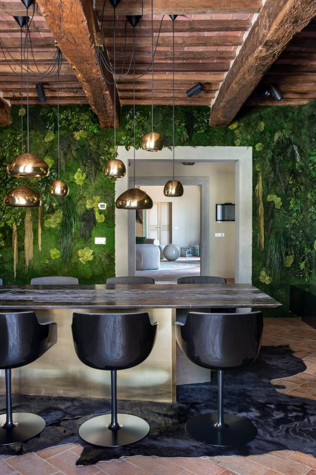 Private house by emanuele svetti arquitectura interior mis sueos featuring the tom dixon void and void mini lighting pendants private house by emanuele svetti aloadofball Choice Image
