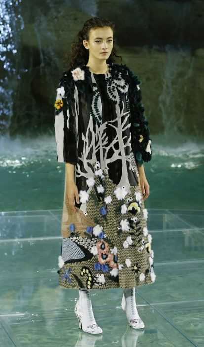 d9cec78f0616 Fendi hosted the first-ever fashion show at the Trevi Fountain to launch  the new