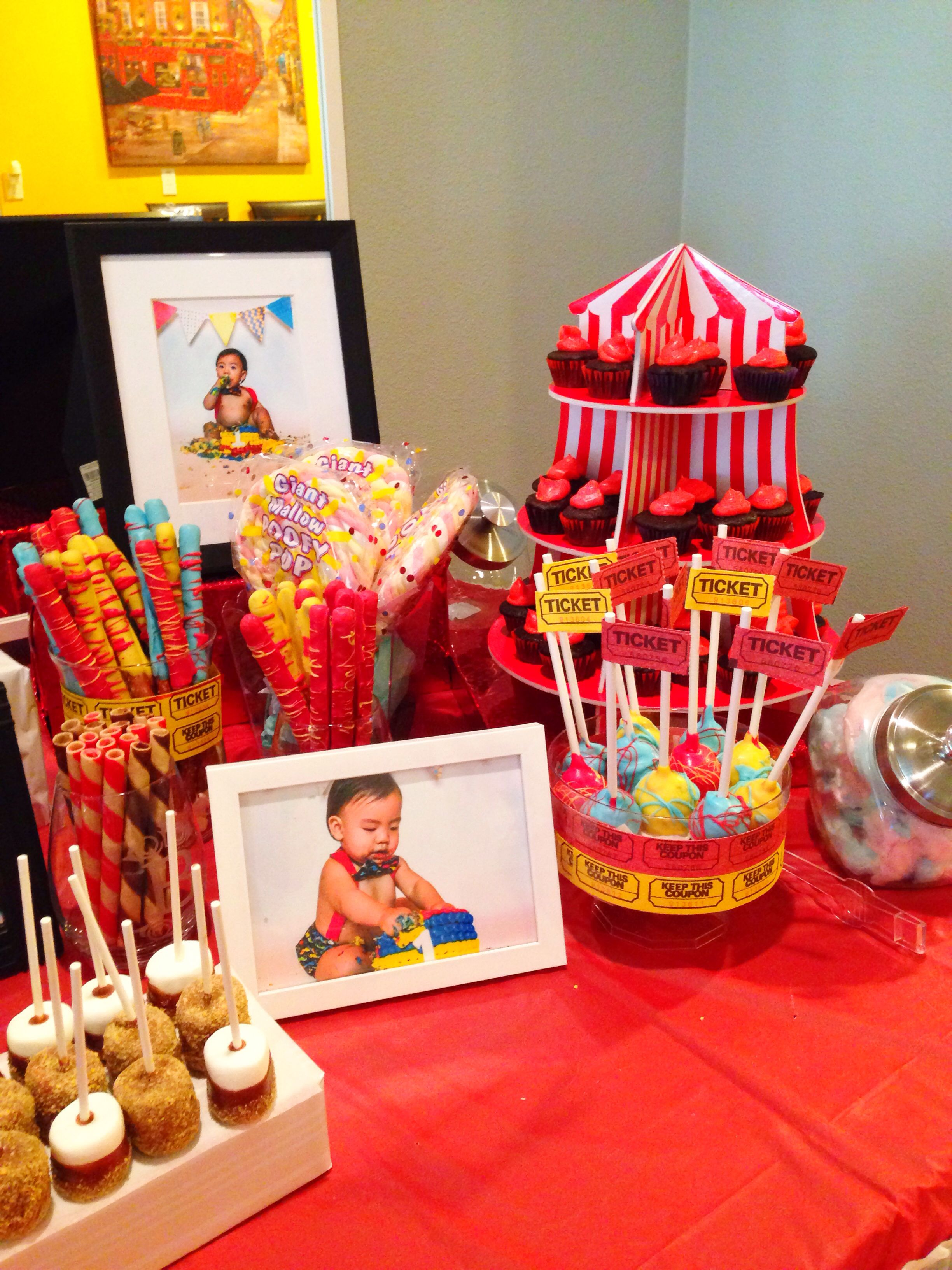 My son's first bday, carnival themed party